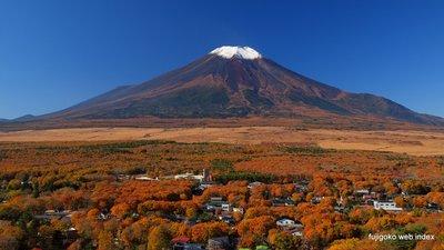 富士山と山中湖と北富士演習場の秋