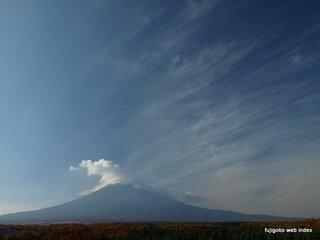 富士山レーダードーム館より富士山と雲と