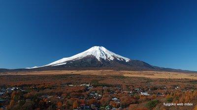 冠雪増えて冬富士になりました