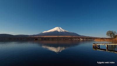 冷え込みつつも穏やかな富士山