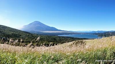 台風一過の山中湖と富士山