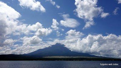 9月だけど青い空白い雲
