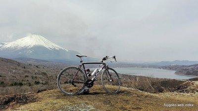 激坂の果ての富士山は煙に霞んでました