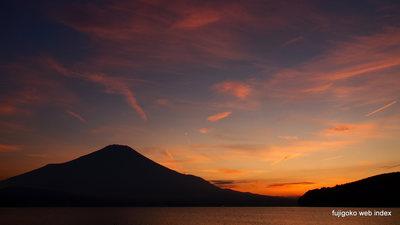 秋の夕焼けと富士