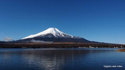 本格的に冬の装い〜富士山