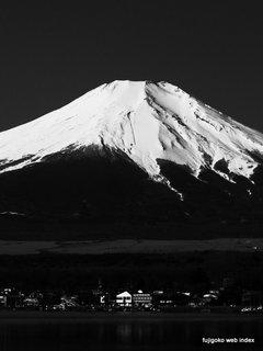 ハイコントラスト白黒で富士山