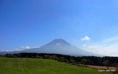 体育の日の青空と富士山
