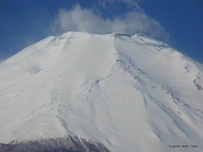 富士山はまだ雪いっぱいです